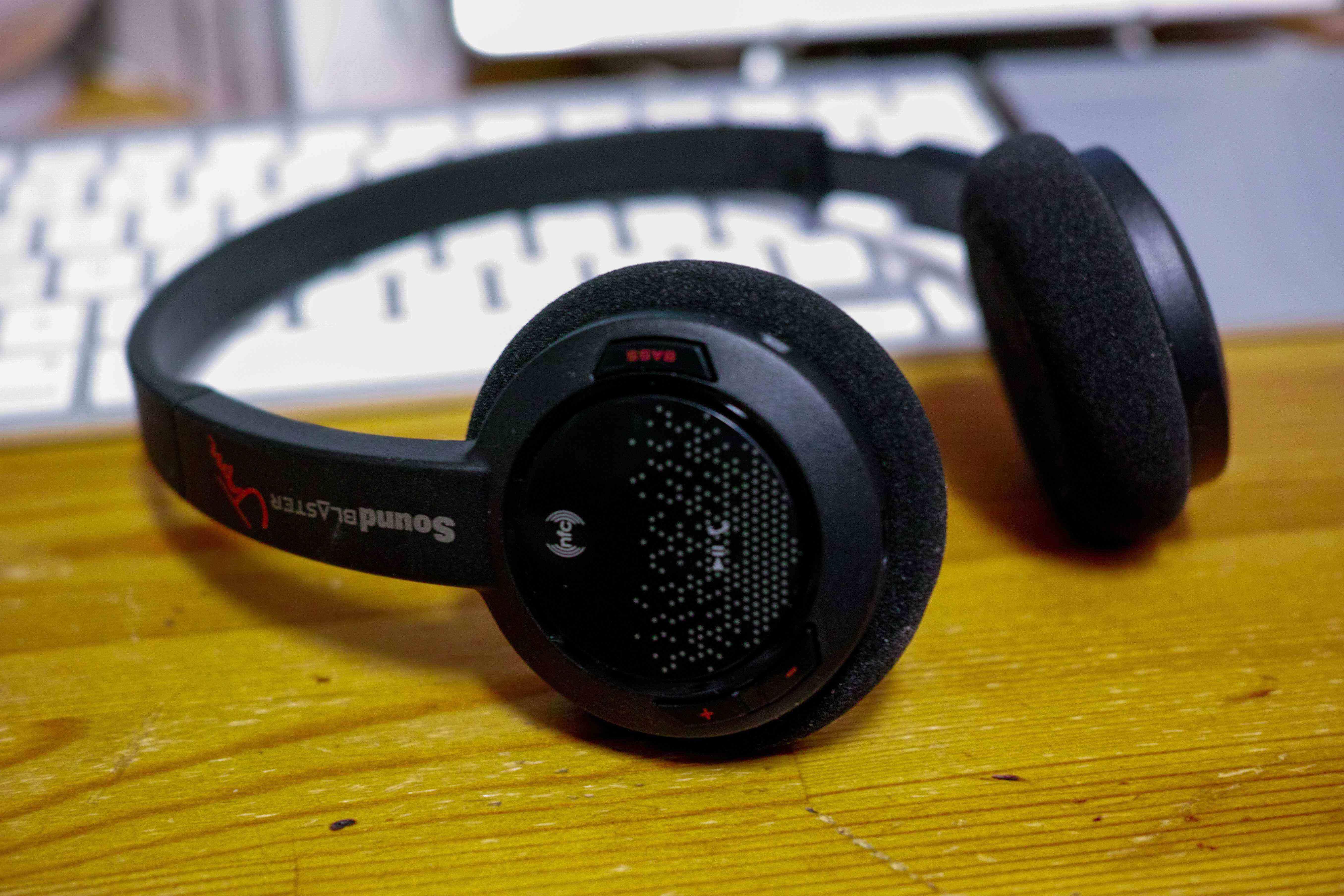 軽量で疲れない、安価で音の素敵な無線ヘッドフォン:Sound Blaster JAM