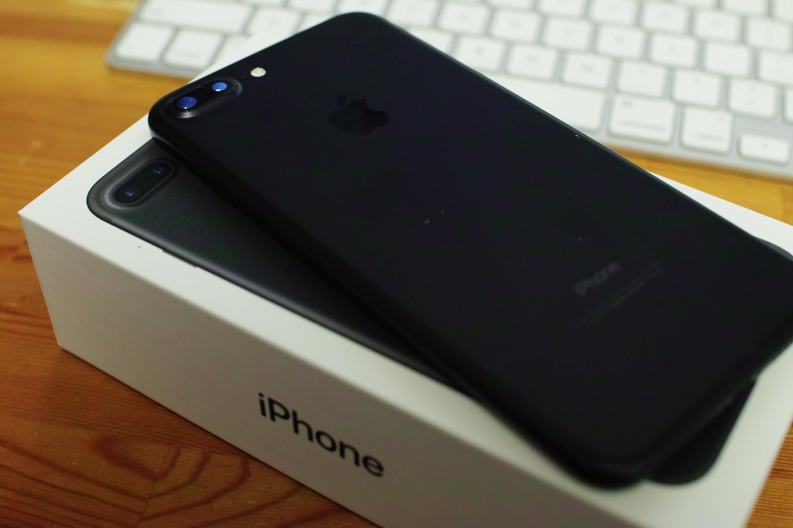iPhone7 Plus Black 届いた。好い買い物…。